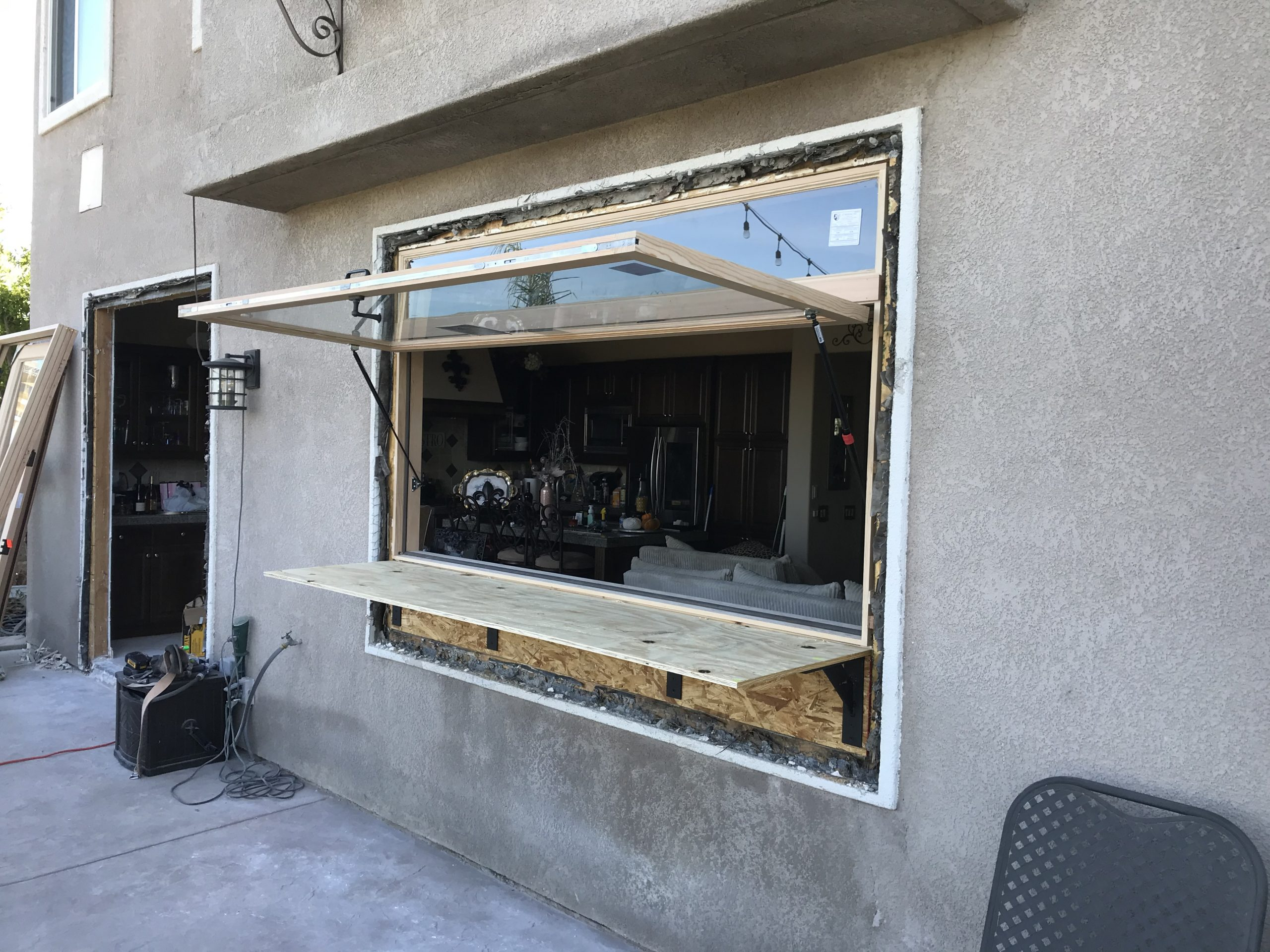 Hydraulic Servery Awning Window with Transom and Bar